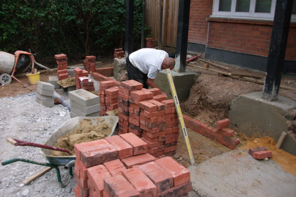 driveways-and-patios-block-paving-tar-and-chip-roofing-brick-walls-essex-colchester-chelmsford-romford-maldon-nb-contracts-01-DSCF2154