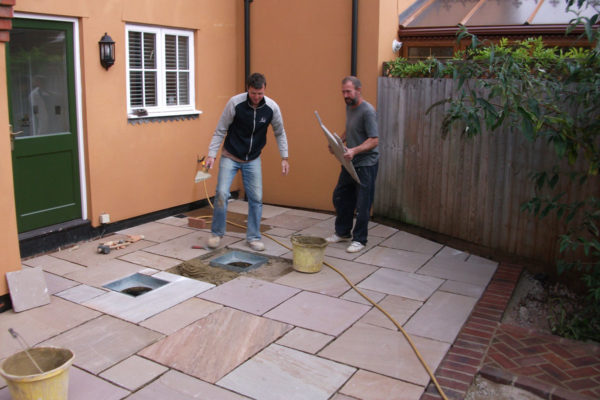 driveways-and-patios-block-paving-tar-and-chip-roofing-brick-walls-essex-colchester-chelmsford-romford-maldon-nb-contracts-06-DSCF2226