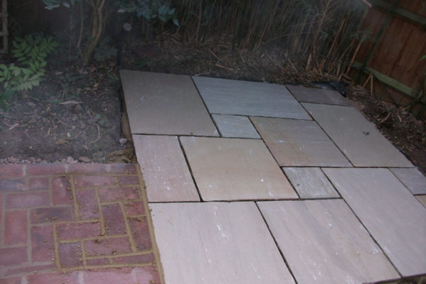 driveways-and-patios-block-paving-tar-and-chip-roofing-brick-walls-essex-colchester-chelmsford-romford-maldon-nb-contracts-08-DSCF2222