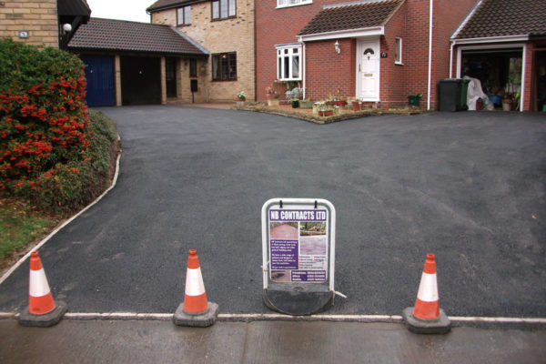 driveways-and-patios-block-paving-tar-and-chip-roofing-brick-walls-essex-colchester-chelmsford-romford-maldon-nb-contracts-12-DSCF2385