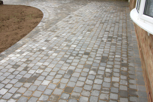 driveways-and-patios-block-paving-tar-and-chip-roofing-brick-walls-essex-colchester-chelmsford-romford-maldon-nb-contracts-DSCF2056
