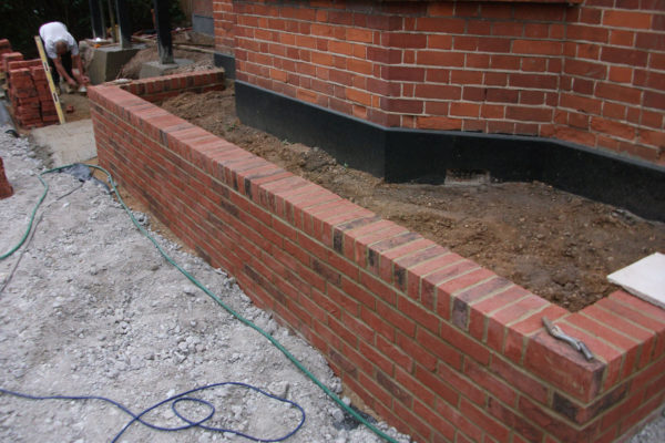 driveways-and-patios-block-paving-tar-and-chip-roofing-brick-walls-essex-colchester-chelmsford-romford-maldon-nb-contracts-DSCF2153