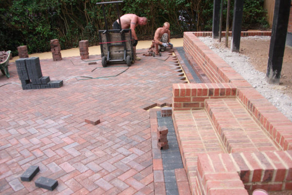 driveways-and-patios-block-paving-tar-and-chip-roofing-brick-walls-essex-colchester-chelmsford-romford-maldon-nb-contracts-DSCF2165