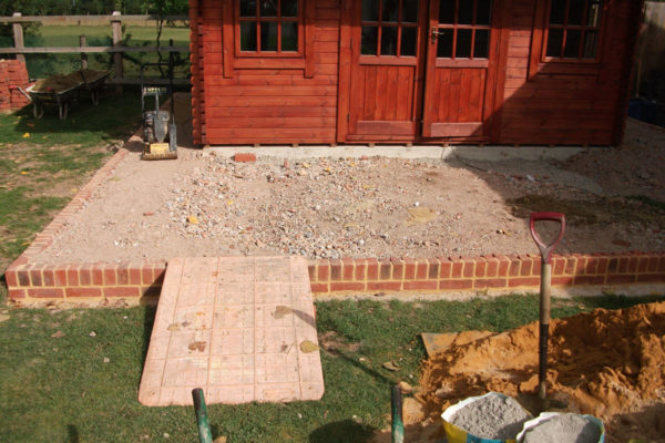 driveways-and-patios-block-paving-tar-and-chip-roofing-brick-walls-essex-colchester-chelmsford-romford-maldon-nb-contracts-DSCF2176