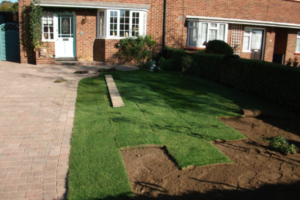 driveways-and-patios-block-paving-tar-and-chip-roofing-brick-walls-essex-colchester-chelmsford-romford-maldon-nb-contracts-DSCF2296