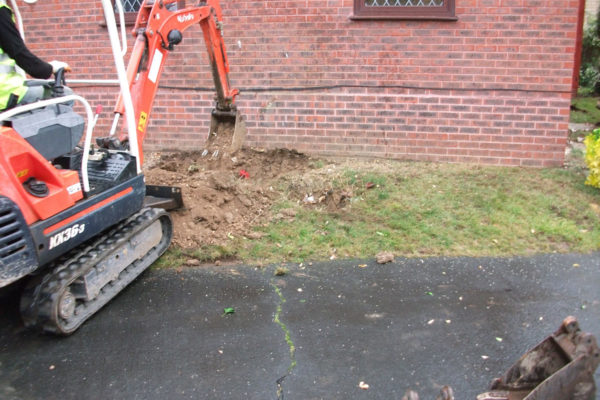 driveways-and-patios-block-paving-tar-and-chip-roofing-brick-walls-essex-colchester-chelmsford-romford-maldon-nb-contracts-DSCF2321