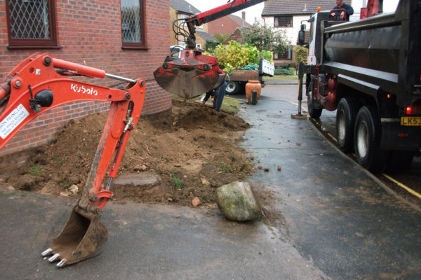 driveways-and-patios-block-paving-tar-and-chip-roofing-brick-walls-essex-colchester-chelmsford-romford-maldon-nb-contracts-DSCF2325