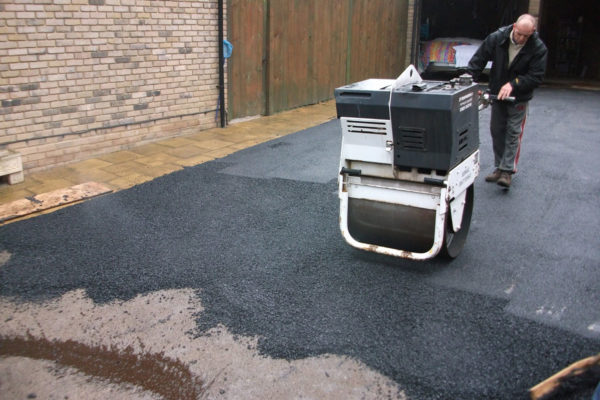driveways-and-patios-block-paving-tar-and-chip-roofing-brick-walls-essex-colchester-chelmsford-romford-maldon-nb-contracts-DSCF2376