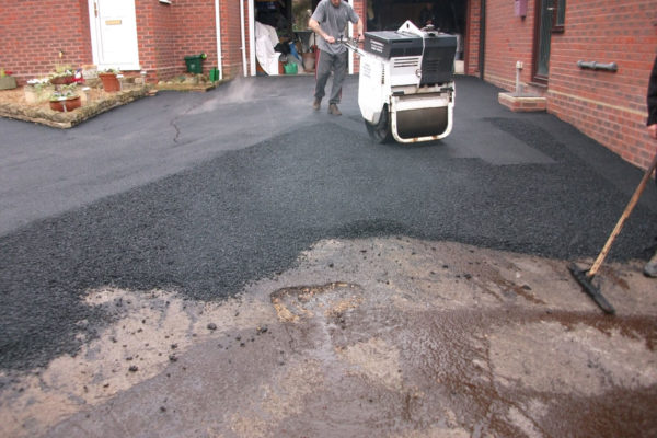 driveways-and-patios-block-paving-tar-and-chip-roofing-brick-walls-essex-colchester-chelmsford-romford-maldon-nb-contracts-DSCF2377