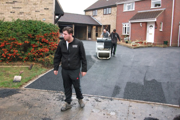 driveways-and-patios-block-paving-tar-and-chip-roofing-brick-walls-essex-colchester-chelmsford-romford-maldon-nb-contracts-DSCF2380