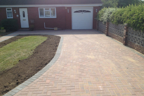 driveways-and-patios-block-paving-tar-and-chip-roofing-brick-walls-essex-colchester-chelmsford-romford-maldon-nb-contracts-IMG_0170