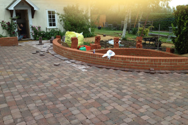 driveways-and-patios-block-paving-tar-and-chip-roofing-brick-walls-essex-colchester-chelmsford-romford-maldon-nb-contracts-IMG_0265