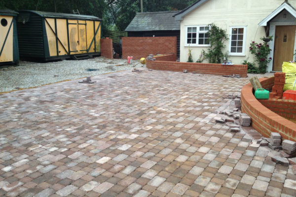 driveways-and-patios-block-paving-tar-and-chip-roofing-brick-walls-essex-colchester-chelmsford-romford-maldon-nb-contracts-IMG_0266