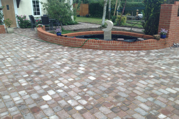 driveways-and-patios-block-paving-tar-and-chip-roofing-brick-walls-essex-colchester-chelmsford-romford-maldon-nb-contracts-IMG_0277