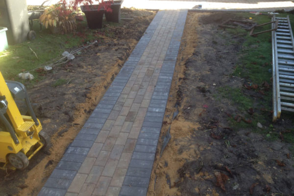 driveways-and-patios-block-paving-tar-and-chip-roofing-brick-walls-essex-colchester-chelmsford-romford-maldon-nb-contracts-IMG_1005