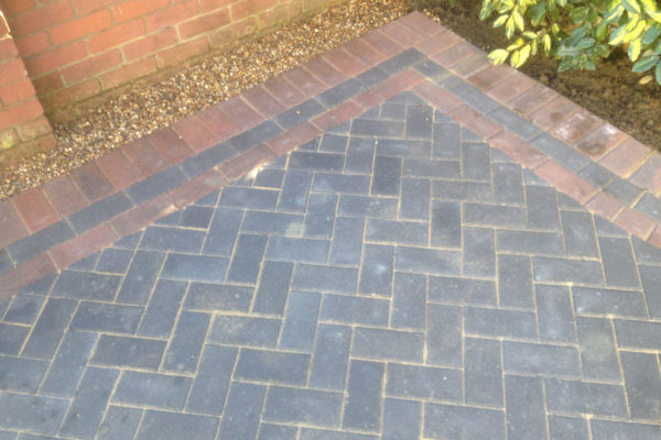 driveways-and-patios-block-paving-tar-and-chip-roofing-brick-walls-essex-colchester-chelmsford-romford-maldon-nb-contracts-IMG_1154