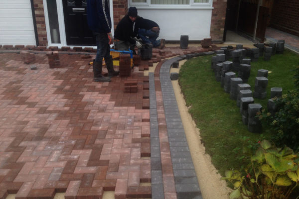 driveways-and-patios-block-paving-tar-and-chip-roofing-brick-walls-essex-colchester-chelmsford-romford-maldon-nb-contracts-IMG_1201