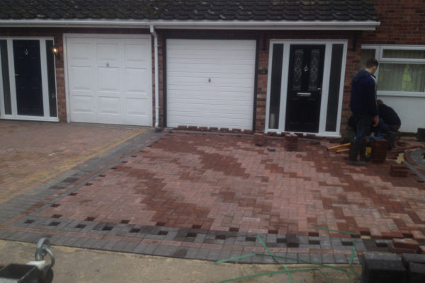 driveways-and-patios-block-paving-tar-and-chip-roofing-brick-walls-essex-colchester-chelmsford-romford-maldon-nb-contracts-IMG_1202