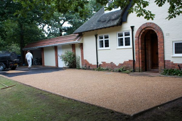 driveways-and-patios-block-paving-tar-and-chip-roofing-brick-walls-essex-colchester-chelmsford-romford-maldon-nb-contracts-IMG_5229