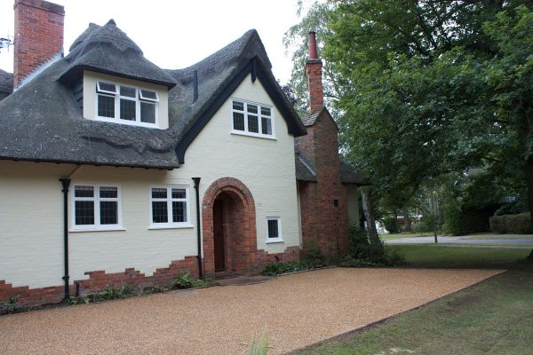 driveways-and-patios-block-paving-tar-and-chip-roofing-brick-walls-essex-colchester-chelmsford-romford-maldon-nb-contracts-IMG_5253
