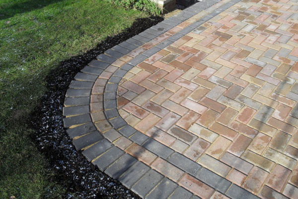 driveways-and-patios-block-paving-tar-and-chip-roofing-brick-walls-essex-colchester-chelmsford-romford-maldon-nb-contracts-SDC10008