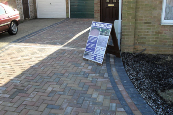 driveways-and-patios-block-paving-tar-and-chip-roofing-brick-walls-essex-colchester-chelmsford-romford-maldon-nb-contracts-SDC10013
