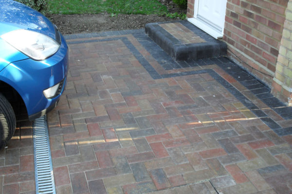 driveways-and-patios-block-paving-tar-and-chip-roofing-brick-walls-essex-colchester-chelmsford-romford-maldon-nb-contracts-SDC10015