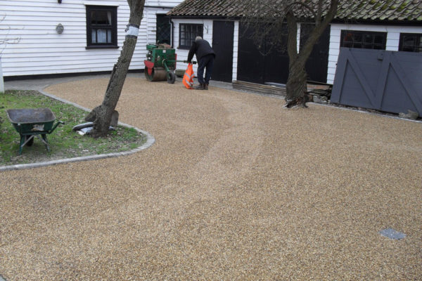 driveways-and-patios-block-paving-tar-and-chip-roofing-brick-walls-essex-colchester-chelmsford-romford-maldon-nb-contracts-SDC10222