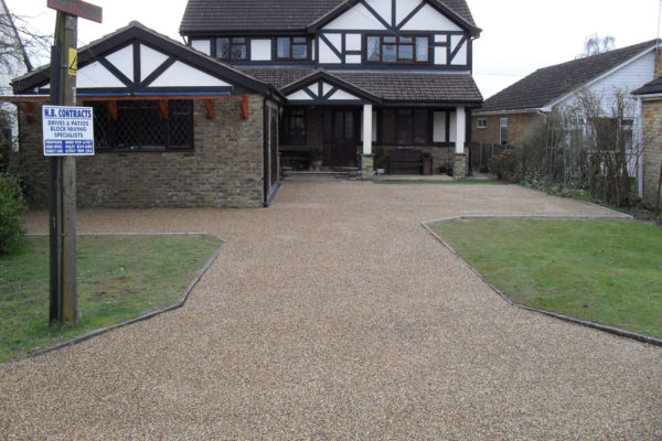 driveways-and-patios-block-paving-tar-and-chip-roofing-brick-walls-essex-colchester-chelmsford-romford-maldon-nb-contracts-SDC10236